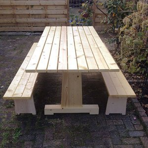 DIY garden table with benches 'Cadi' made by