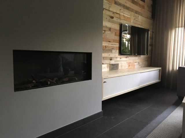 DIY-floating-TV-stand-ArturoXL-by-Niels