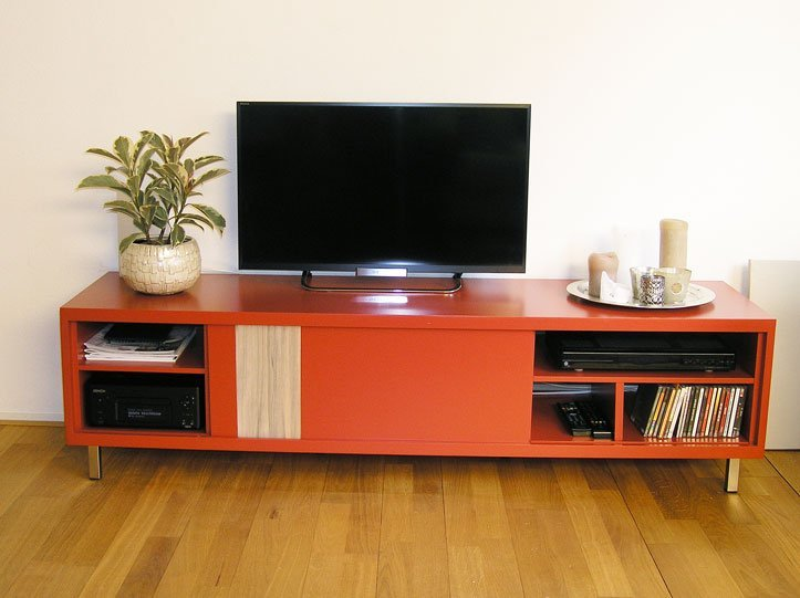 DIY floating TV stand 'Arturo' made by