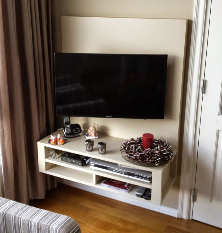 DIY floating TV cabinet 'Penelope' made by