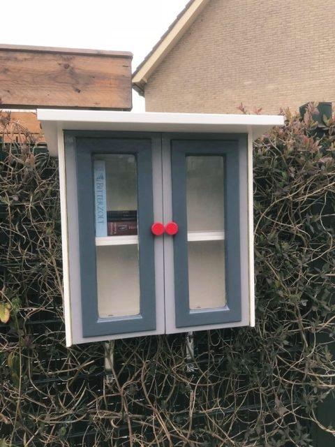 DIY free little library-Libros-by Andre en Ada