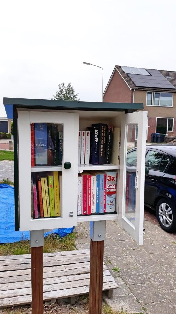 DIY Build it yourself Free little library by Roelf-Jan en Akkemarijke